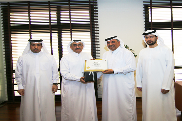 Dubai Municipality honors the Government of Dubai Legal Affairs Department in recognition for its outstanding efforts in contribution to the strengthening of relations between the two entities - Monday 30/03/2015