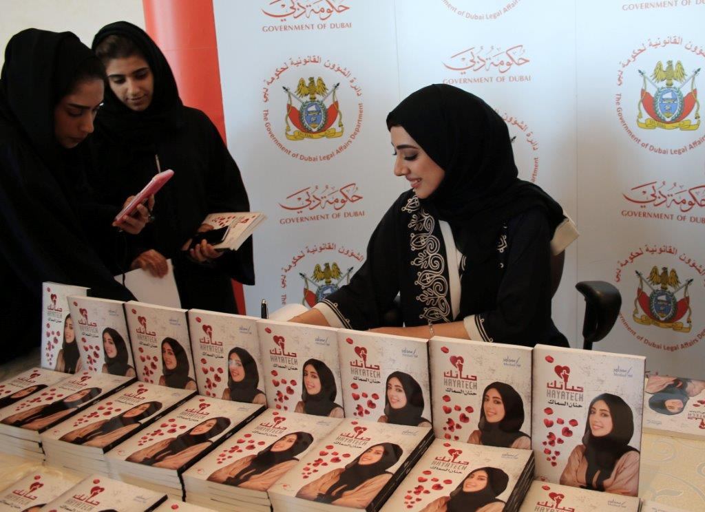 Hanan AlSammak delivers lecture covering positive energy and signs copies of her book