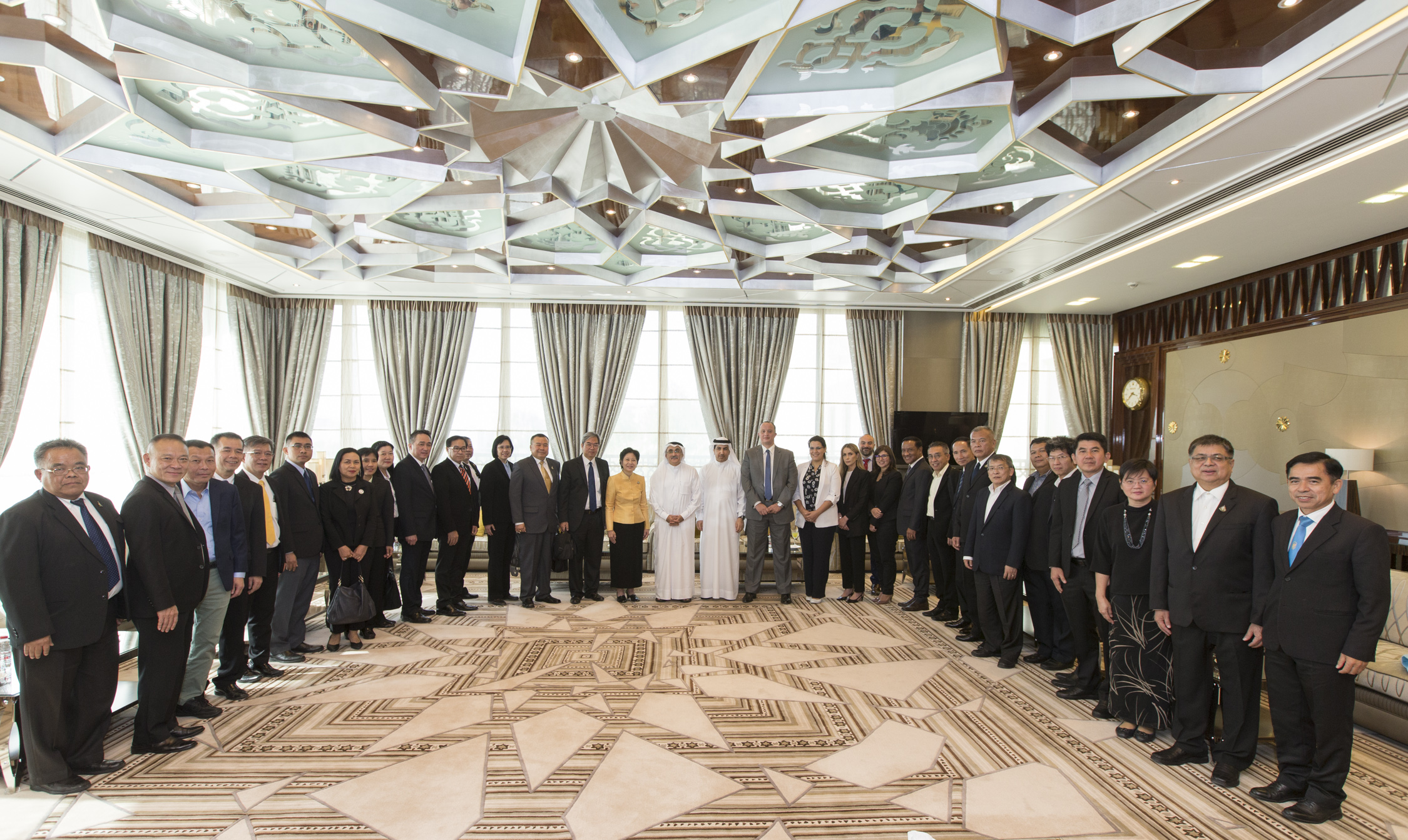 The Government of Dubai Legal Affairs Department receives Delegation from the Cabinet of Thailand